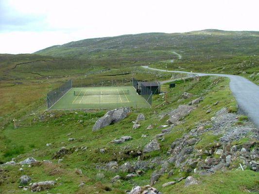isle-of-harris-scotland-bunabhainneadar-tennis-court